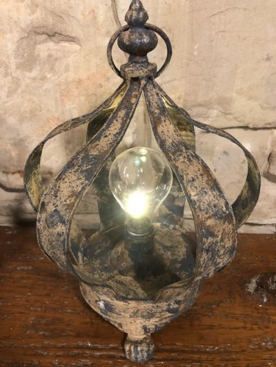 Crown LED Footed Crown